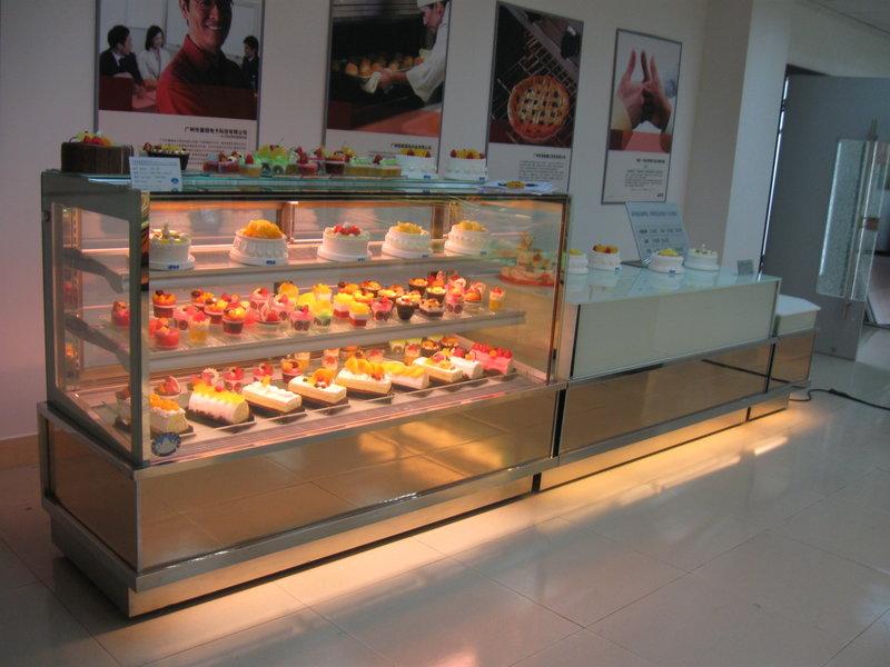 vitrine cofetarie Bacau