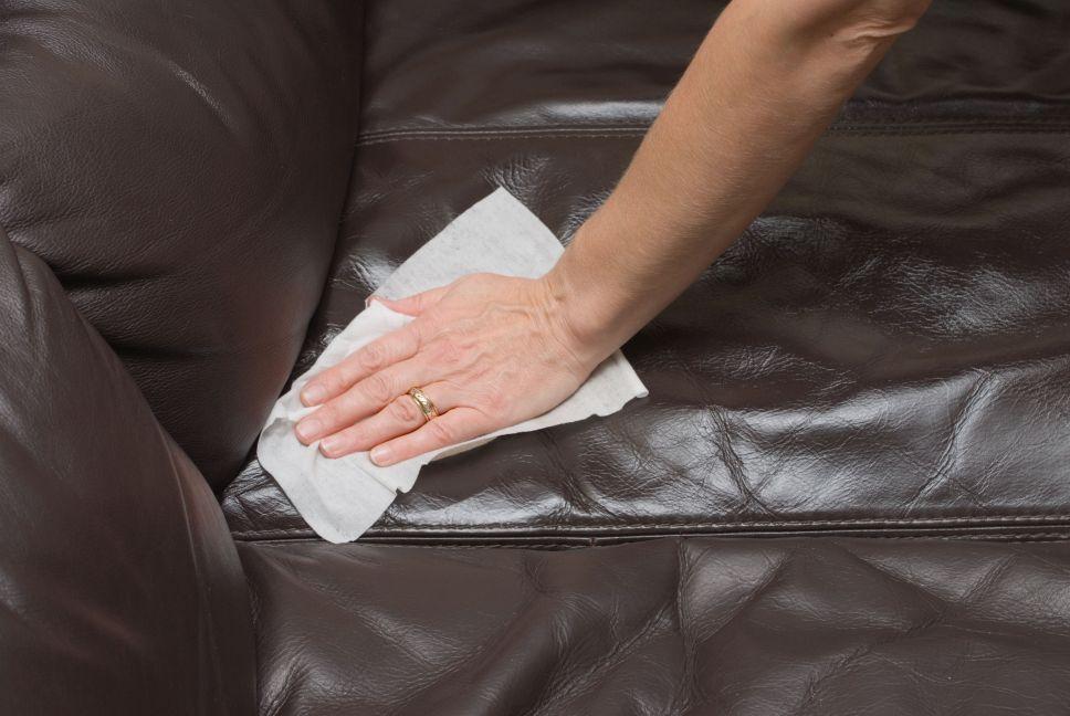cum sa curat canapeaua de piele