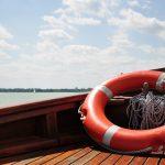 Echipamentul de salvare necesar la bordul oricarei nave - Importanta dotarii cu colaci de salvare